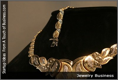 Image of a gold necklace