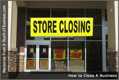 Image of a store displaying a store closing banner